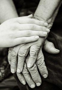 AIS Hände alt und jung